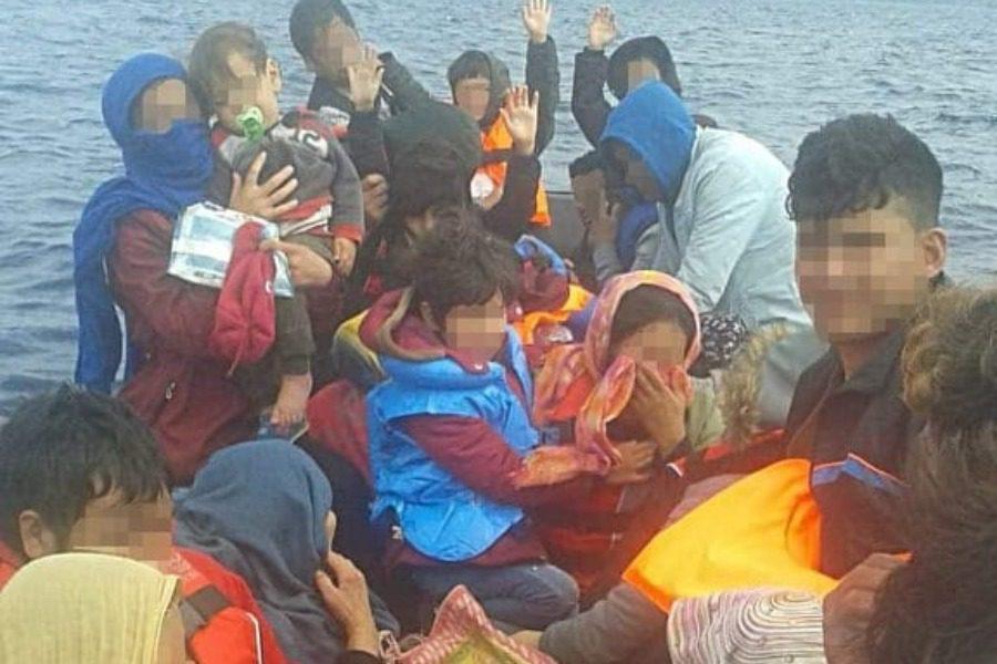 Στο λιμάνι της Πέτρας 36 πρόσφυγες και μετανάστες