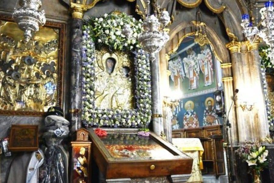 Απευθείας από την Παναγία της Αγιάσου η Θεία Λειτουργία της Κοιμήσεως της Θεοτόκου