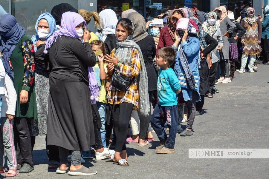 300 πρόσφυγες και μετανάστες από τη Λέσβο στην Ιταλία