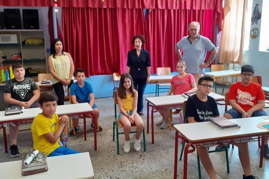 Στο βραβευμένο σχολείο της Θερμής η Αντωνέλλη