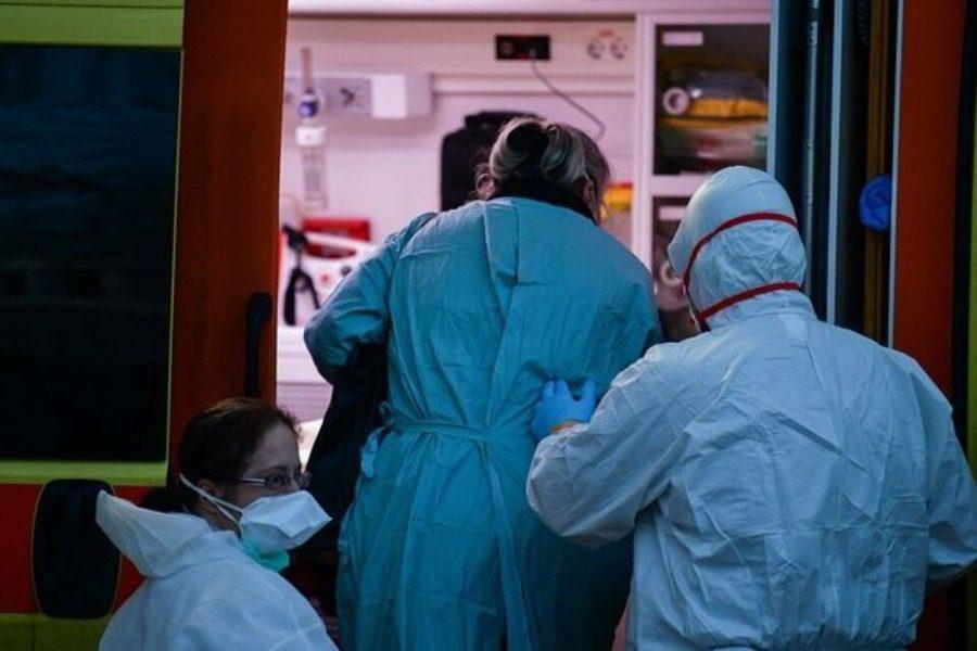 17 θάνατοι,172 διασωληνωμένοι, 2.760 νέα κρούσματα