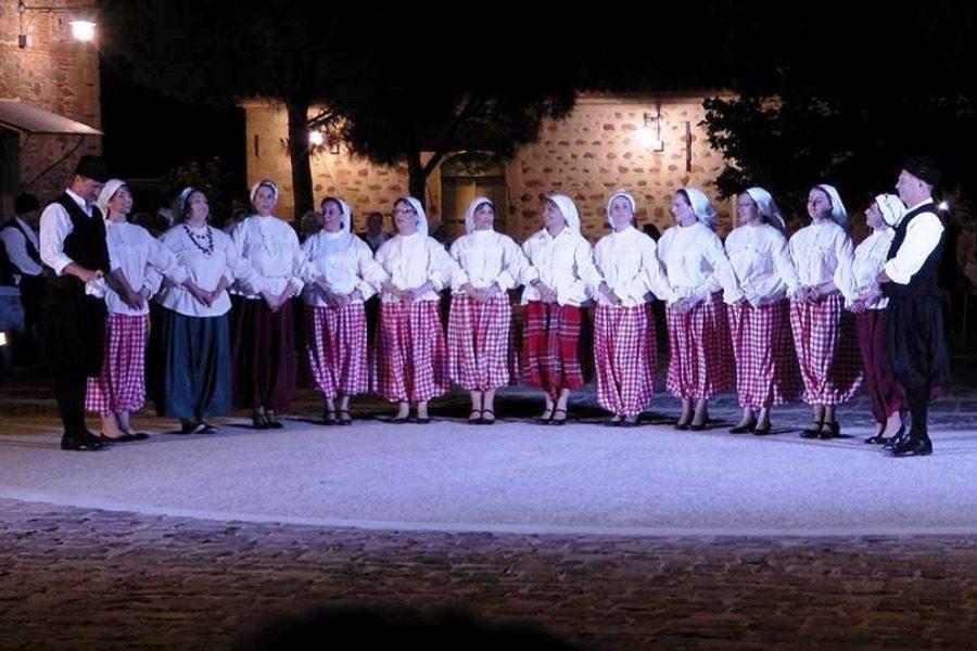Συνάντηση παραδοσιακού χορού στο Ίππειος