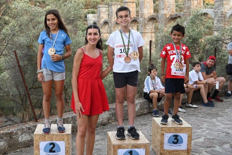 Η χρυσή πρωταθλήτρια και αριστούχος, Μαρία Κάσσου απένειμε μετάλλια