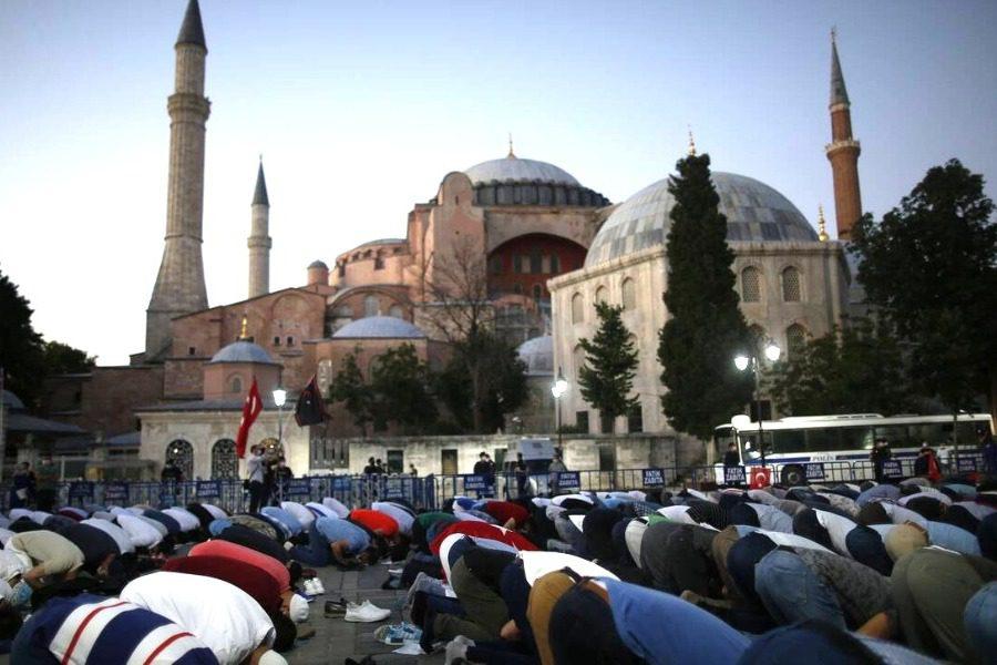 Έντονη δυσαρέσκεια Τραμπ για μετατροπή της Αγιά Σοφιάς σε τζαμί