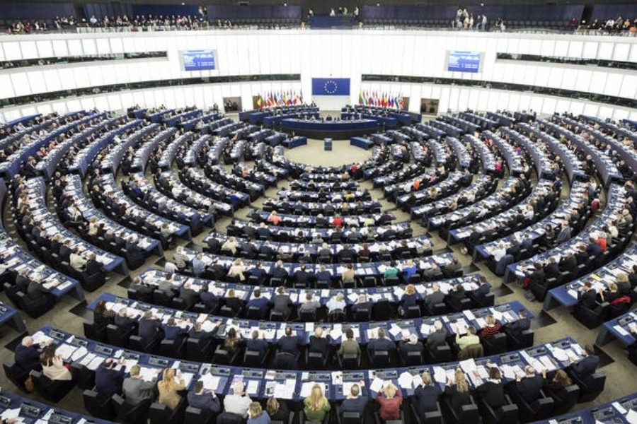 105 ευρωβουλευτές εκπέμπουν SOS για το προσφυγικό