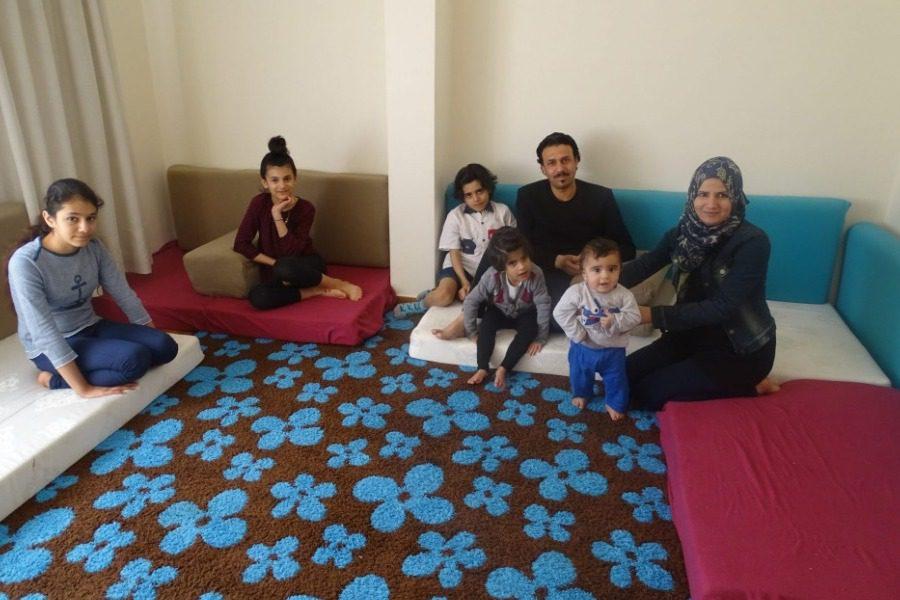 Συνεχίζεται η «Εστία» για τους πρόσφυγες, πλην Λέσβου