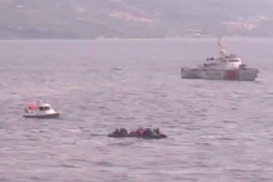 Συνοδεία τριών λεμβών της τουρκικής ακτοφυλακής η βάρκα της Πέτρας