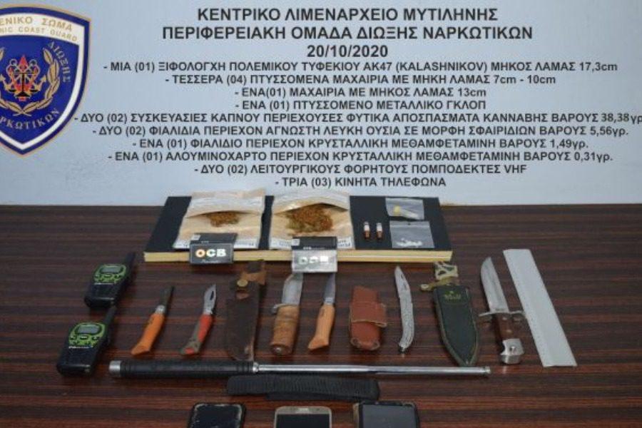 Βαν με ουσίες μαχαίρια και ξιφολόγχη από καλάσνικοφ!