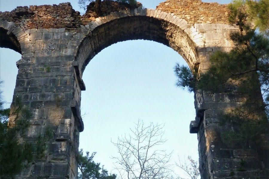 Βόλτα στο Ρωμαϊκό υδραγωγείο