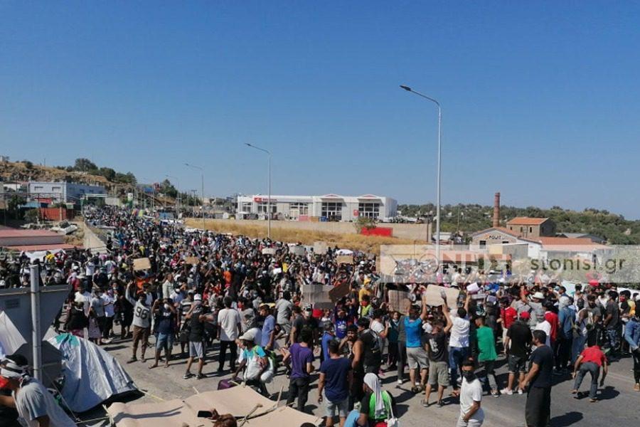 Έσβησε άμεσα η φωτιά‑ διαδηλώσεις στον Καρά‑ Τεπέ