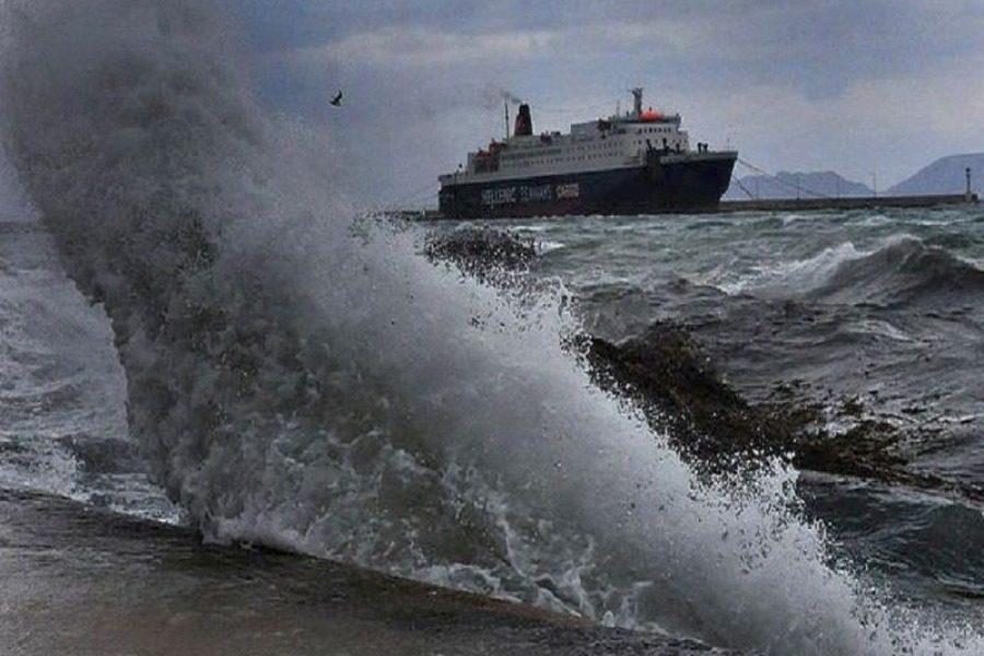 Αλλαγή δρομολογίων πλοίων λόγω κακοκαιρίας