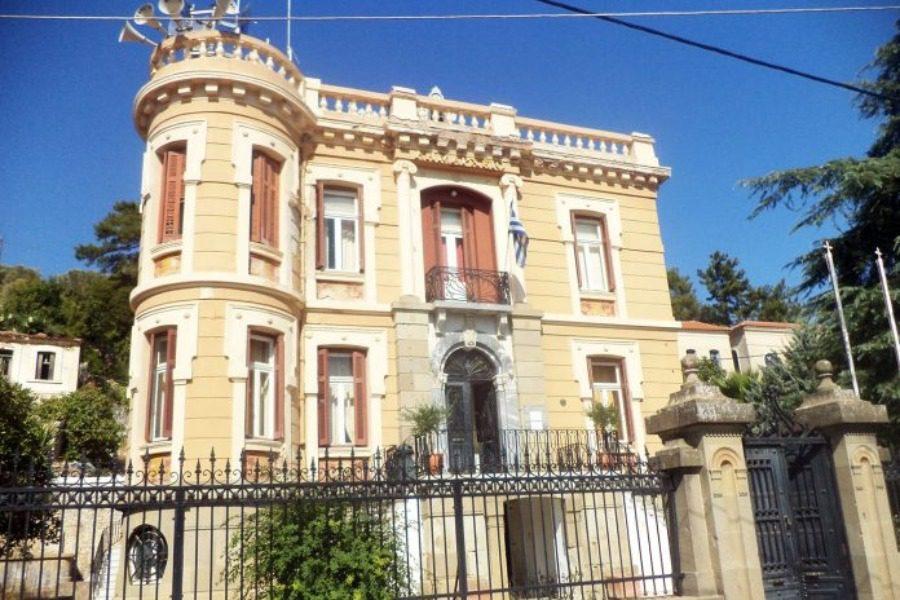 Μετά το Δημαρχείο Μυτιλήνης, παρέμβαση και στο παλιό δημαρχείο Γέρας