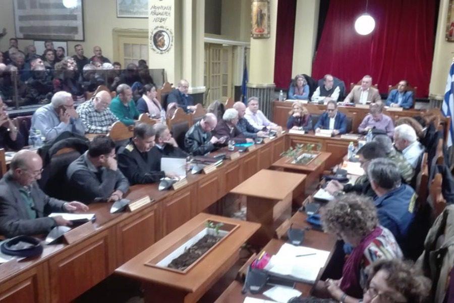 Όλη η συνεδρίαση του Δημοτικού Συμβουλίου ενάντια στη νέα δομή