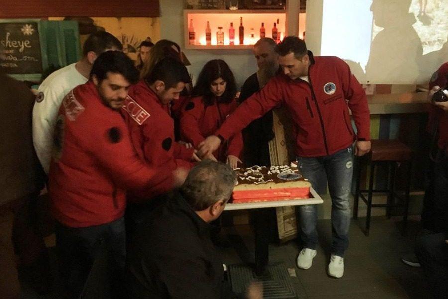 Έκοψαν την πίτα τους οι εθελοντές διασώστες