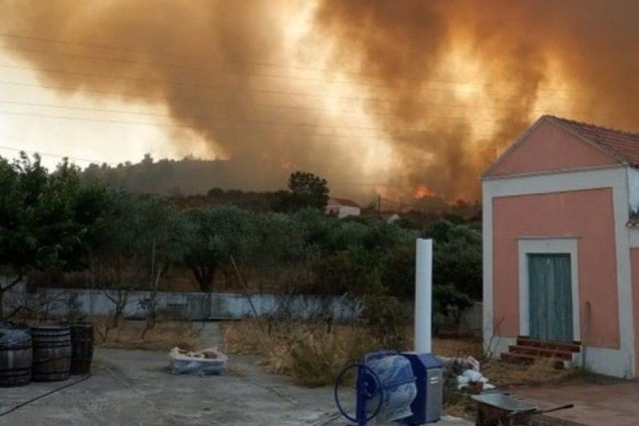 Ανεξέλεγκτη η φωτιά στη Ρόδο