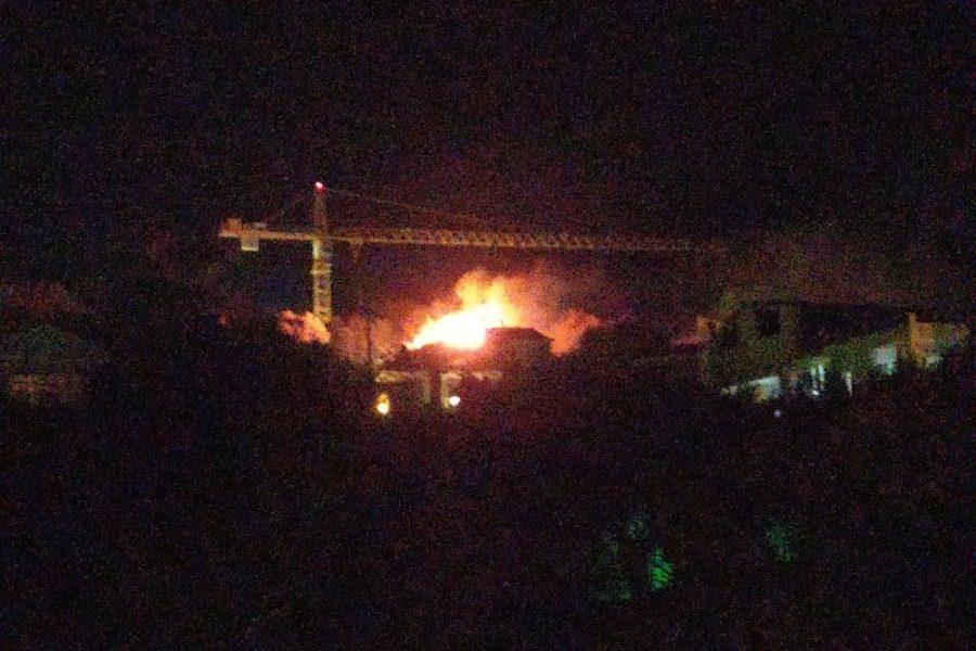 Φωτιά δίπλα στο Πανεπιστήμιο, στον λόφο Ξενία