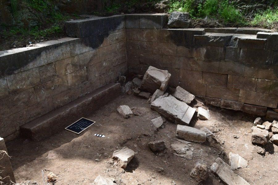 Ανακαλύφθηκε ιερό της θεάς Νεμέσεως στο αρχαίο θέατρο Μυτιλήνης