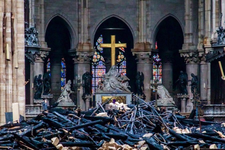 Παναγία των Παρισίων. Στιγμές θρήνου και περισυλλογής