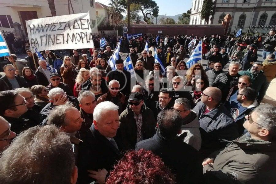 Θυροκόλλησε το ψήφισμα στην κλειστή Γενική Γραμματεία Αιγαίου