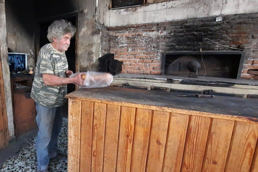 50 χρόνια φούρναρης, έχει ψήσει…