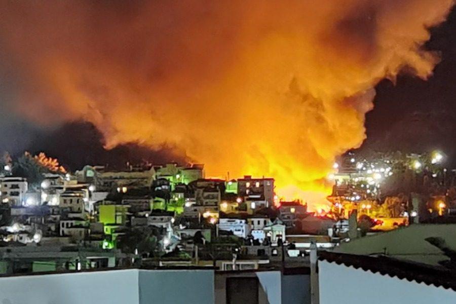 Πυρκαγιά τα ξημερώματα στο ΚΥΤ Σάμου