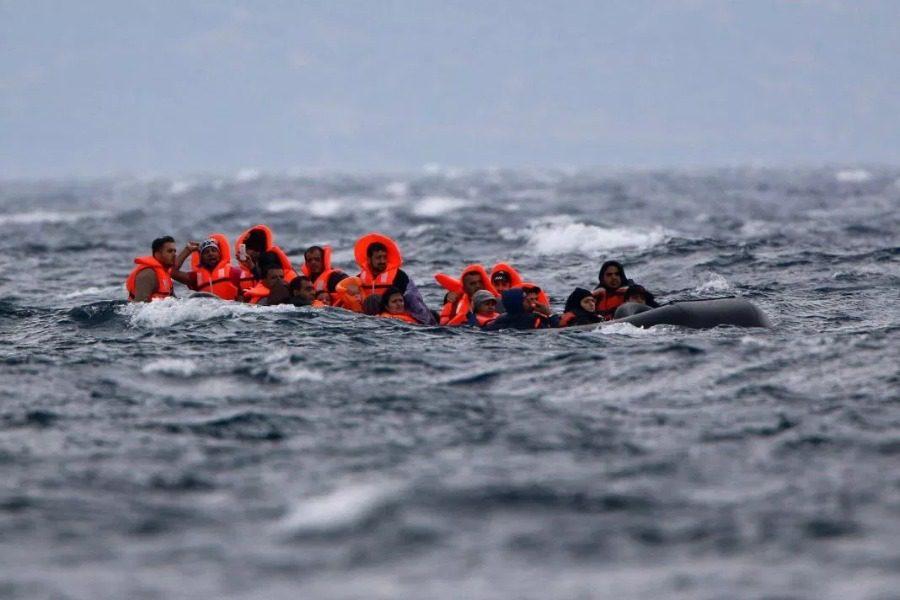 Τρεις βάρκες εν μέσω κοσμοχαλασιάς…