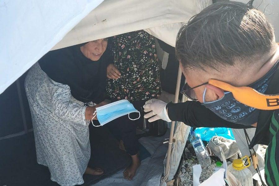 500.000 μάσκες για τις δομές προσφύγων από το Ίδρυμα «Μαρία Τσάκος»