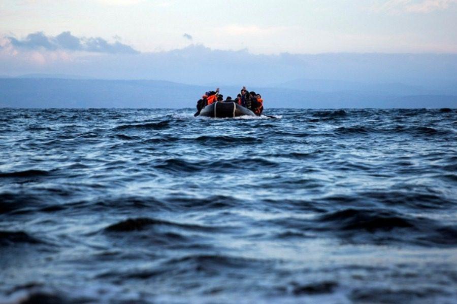 Ένα παιδί νεκρό και έξι αγνοούμενοι σε ναυάγιο σκάφους με πρόσφυγες και μετανάστες στη Σάμο