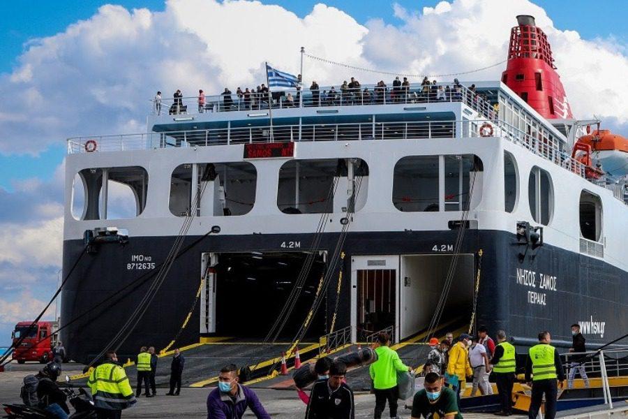 Με κόσμο η πρώτη ελεύθερη μετακίνηση του «Νήσος Σάμος»
