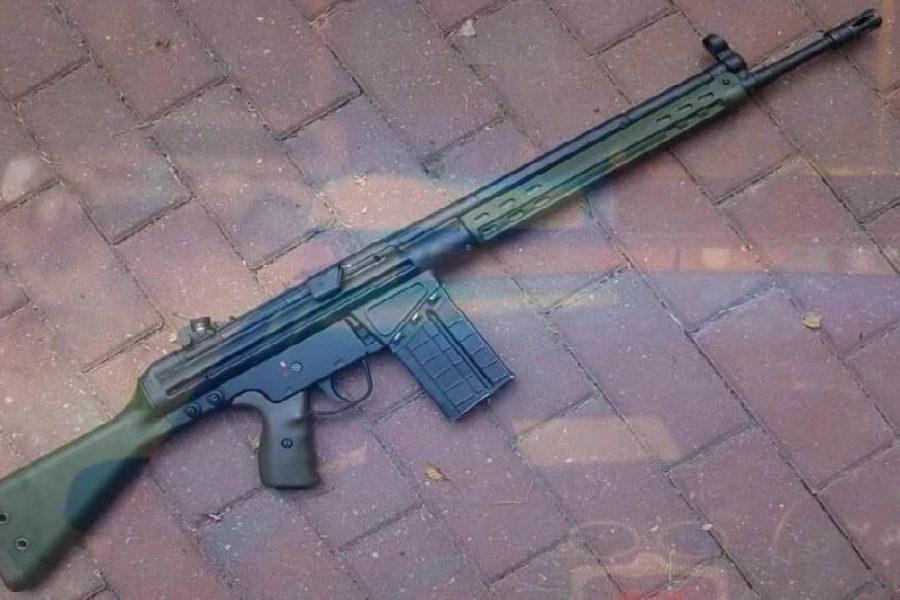 Στρατιωτικό όπλο σε σακούλα στη Χαραμίδα!