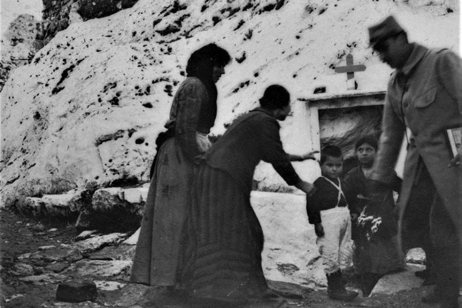 Η Παναγιά η γοργόνα, στο κάτω κάστρο της Μυτιλήνης