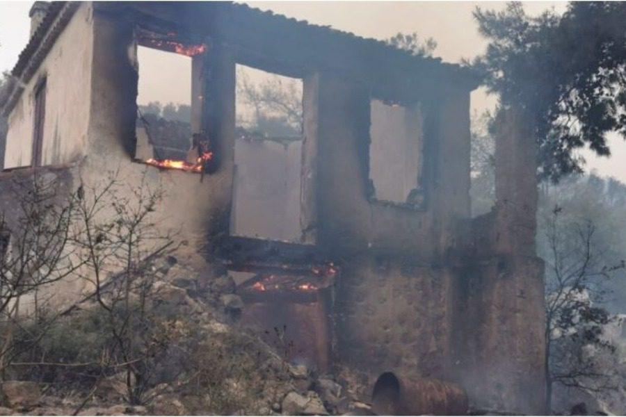 Yπό ύφεση η φωτιά στη Σάμο
