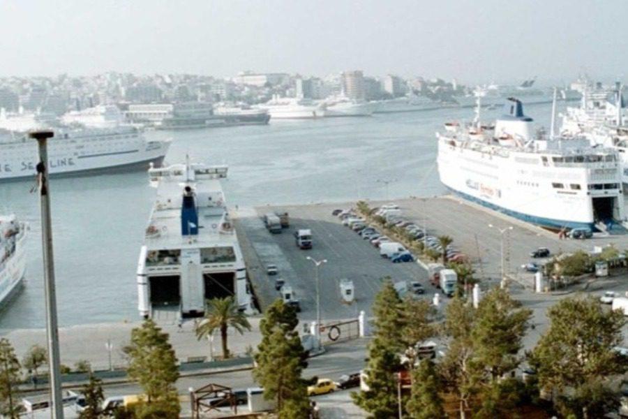 Πλοίο του Πολεμικού Ναυτικού συγκρούστηκε με εμπορικό πλοίο