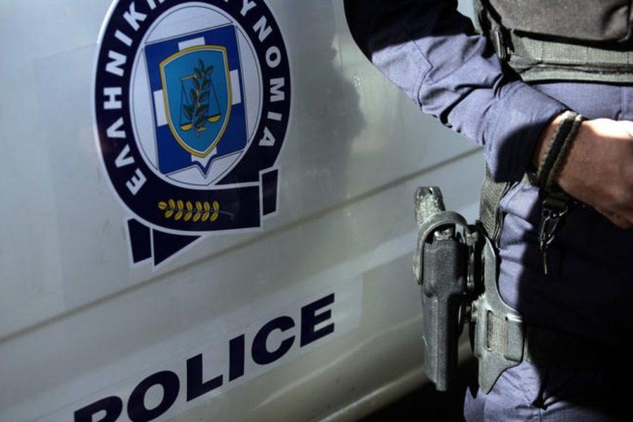 Εξύβρισαν και απώθησαν αστυνομικούς