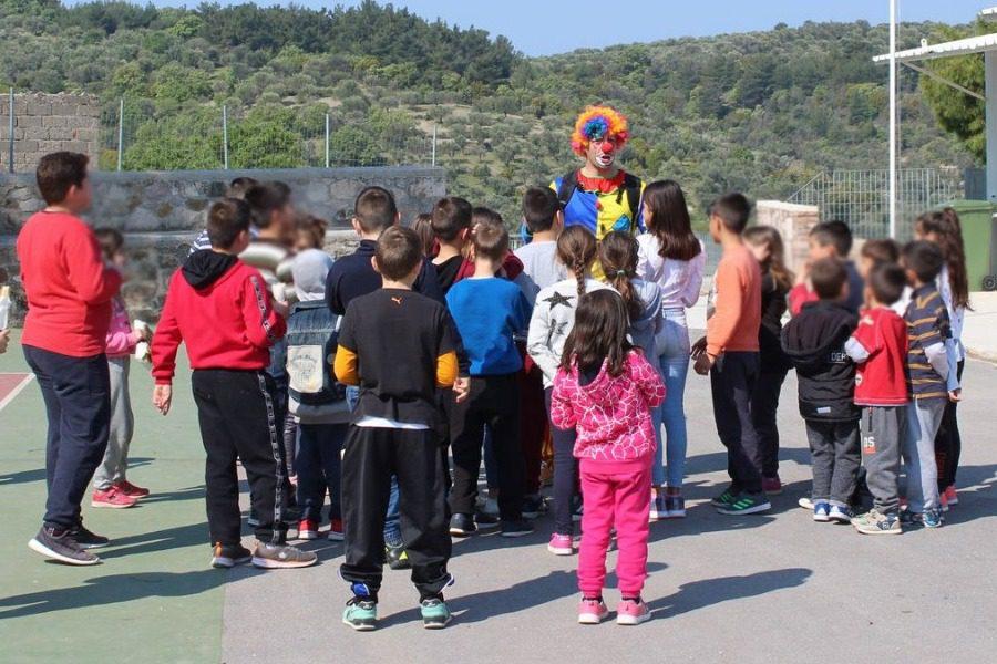 Ο Στρατός κοντά στα παιδιά του σχολείου της Βρίσας