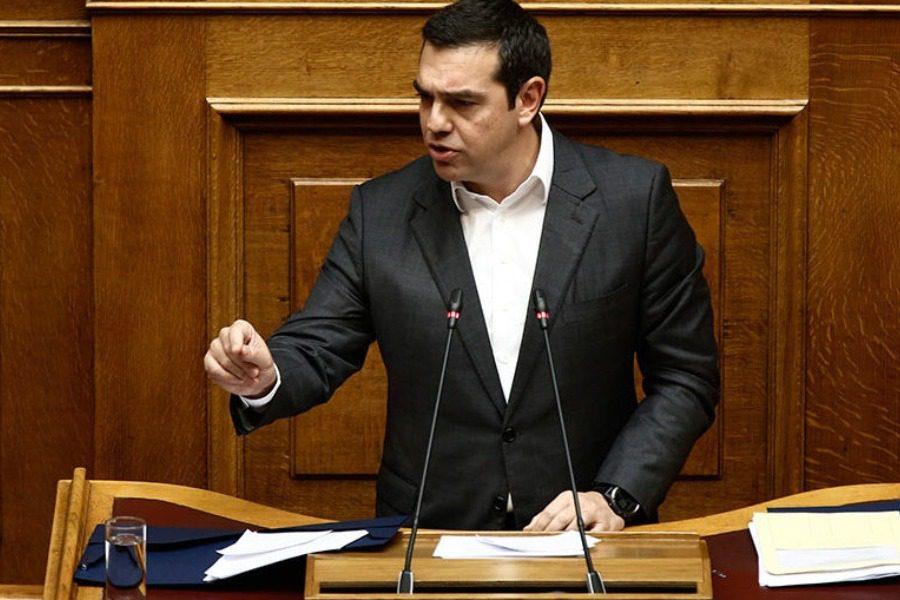 """""""Κεραυνοί"""" Τσίπρα στη Βουλή"""