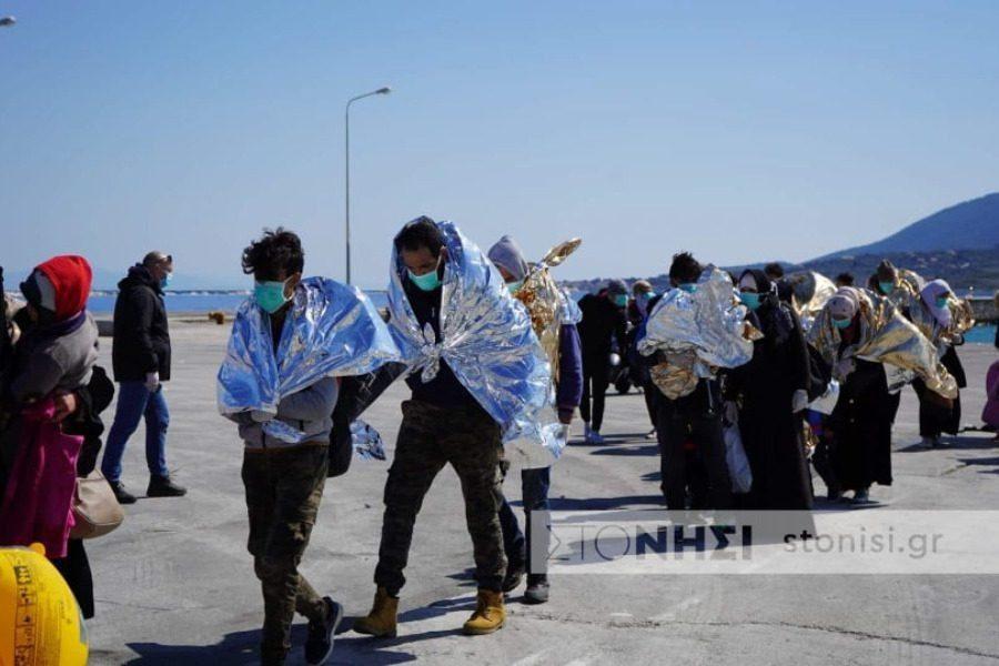 Κυριακάτικη άφιξη προσφύγων και μεταναστών στη Θερμή