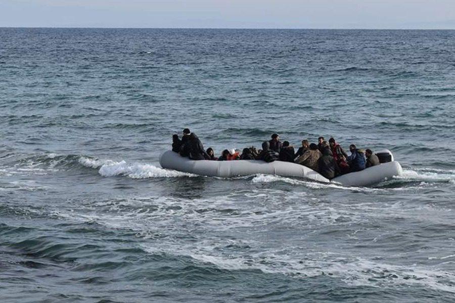 Μια βάρκα υπό το φως της πανσελήνου