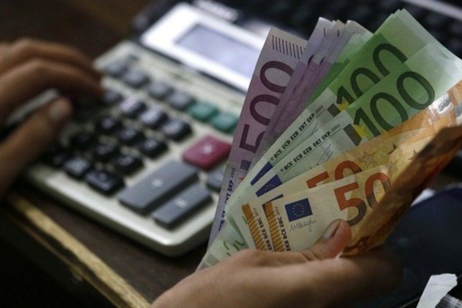 Από σήμερα στους λογαριασμούς τα επιδόματα και οι παροχές του ΟΠΕΚΑ