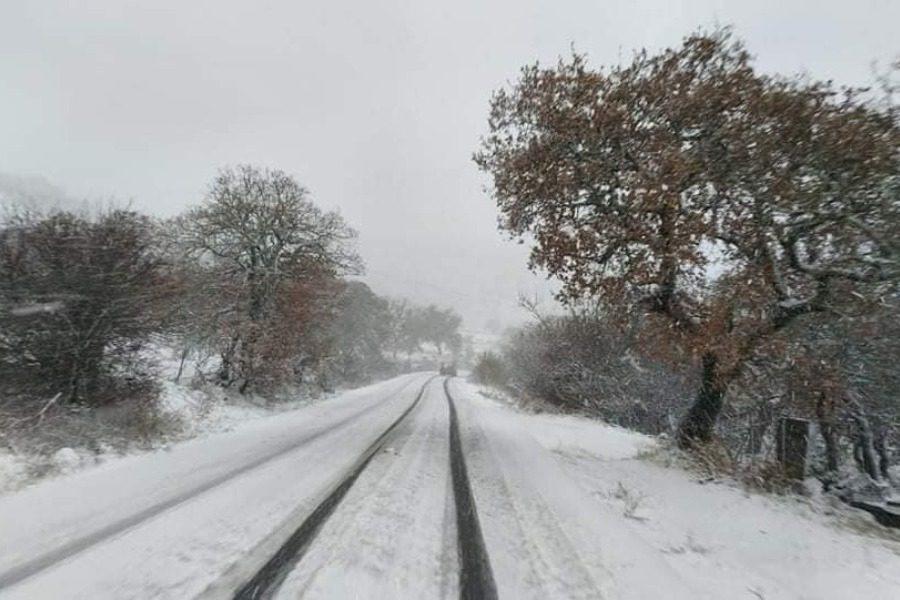 Σφοδρές χιονοπτώσεις στα ορεινά της Λέσβου