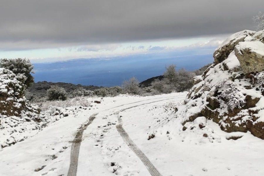 Στα λευκά ντύθηκαν τα βουνά της Λέσβου