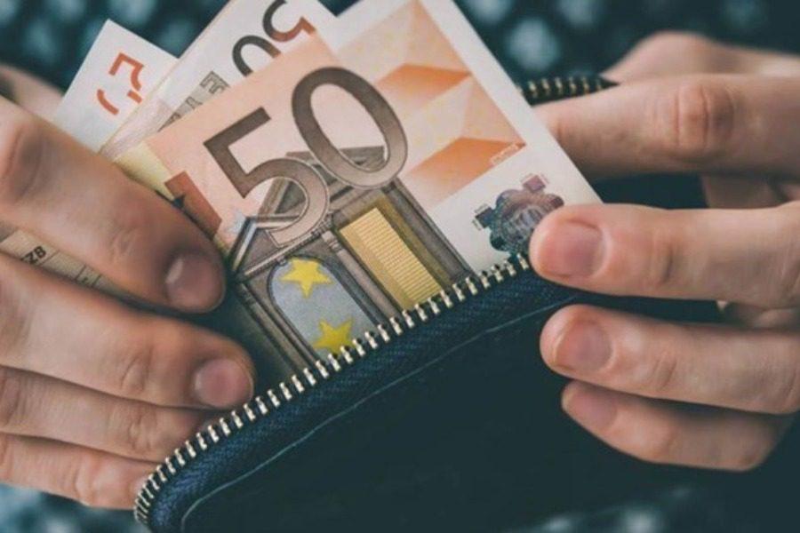 Ξεκινούν οι αιτήσεις για το επίδομα των 800 ευρώ
